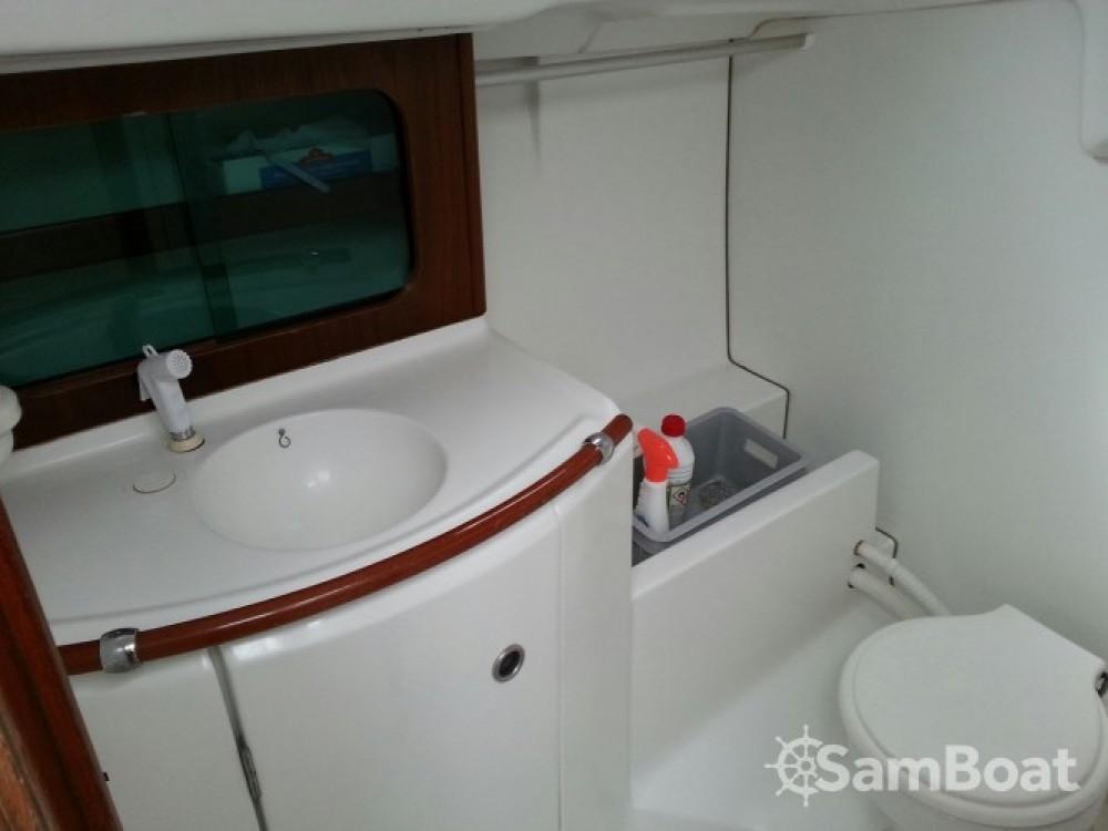 Huur een Bénéteau Oceanis 311 DL in Lorient