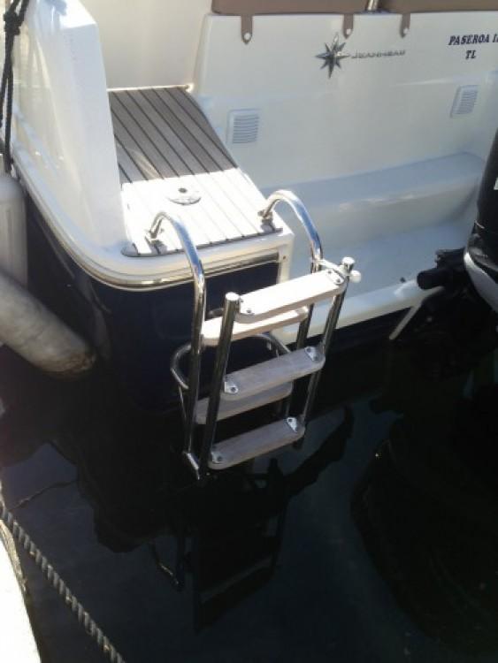 Bootverhuur Jeanneau Cap Camarat 7.5 WA in Hyères via SamBoat