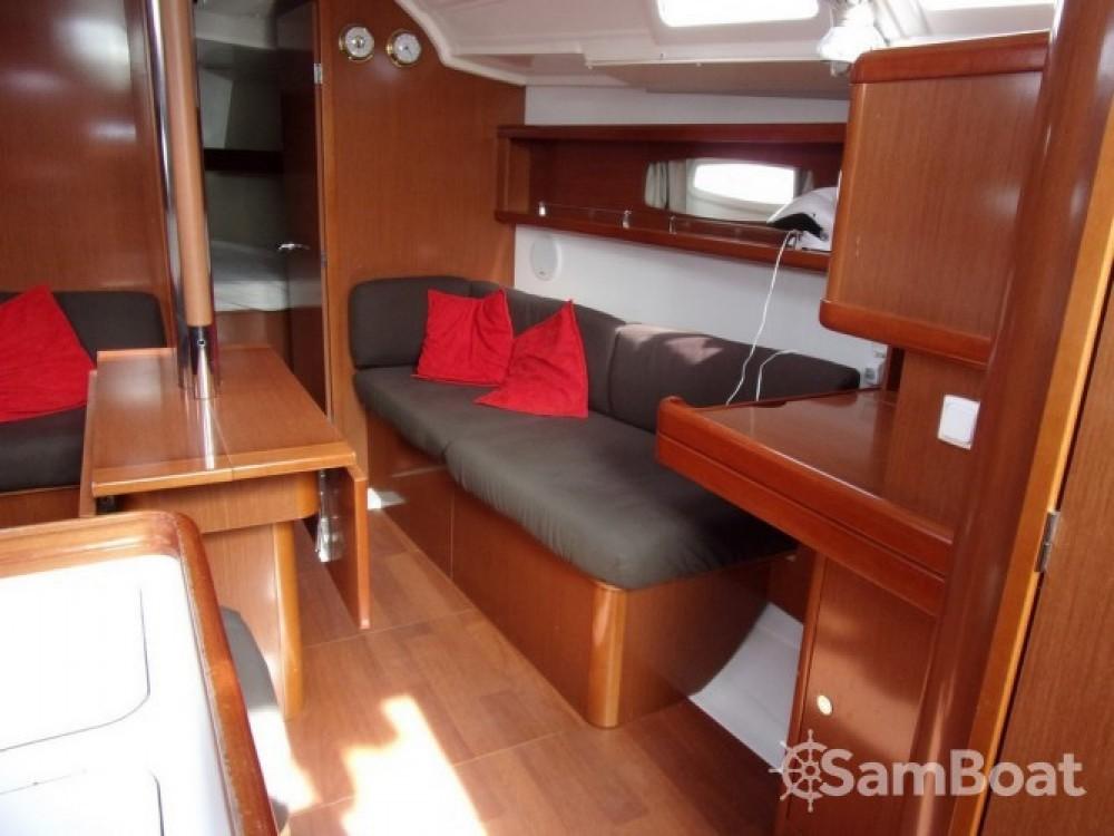 Bénéteau Oceanis 37 te huur van particulier of professional in Toulon