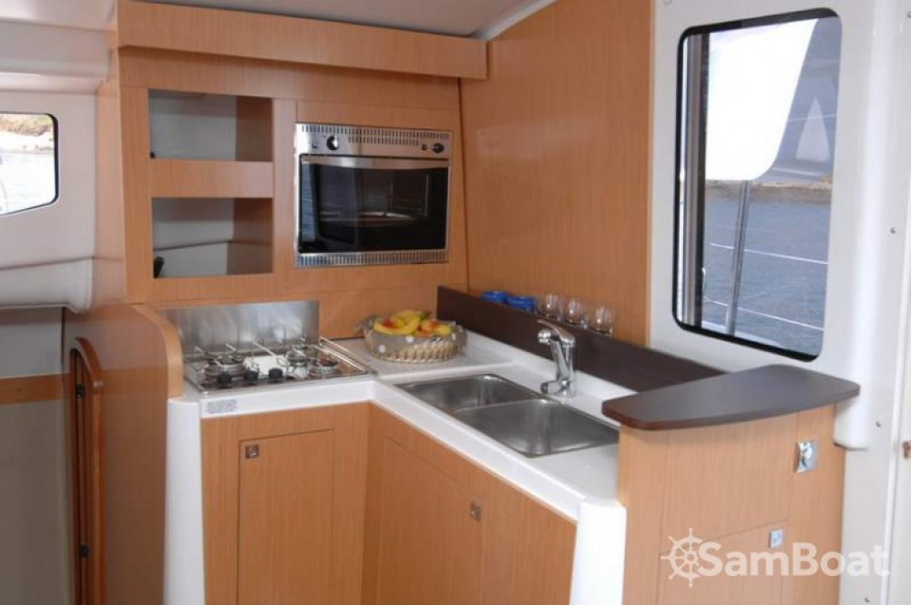 Verhuur Catamaran in Martinique - Fountaine Pajot Mahe 36 Evolution