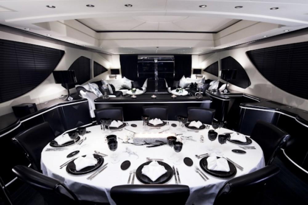 Bootverhuur Mangusta Mangusta in Cannes via SamBoat