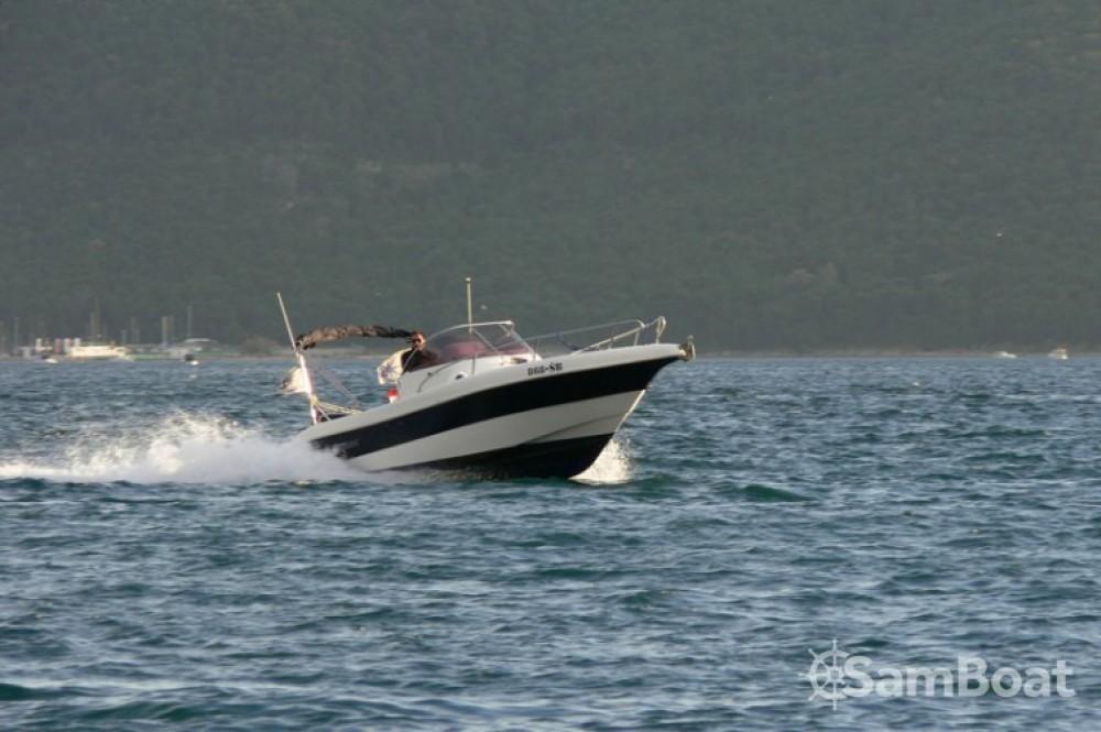 Motorboot te huur in Kaštel Gomilica voor de beste prijs