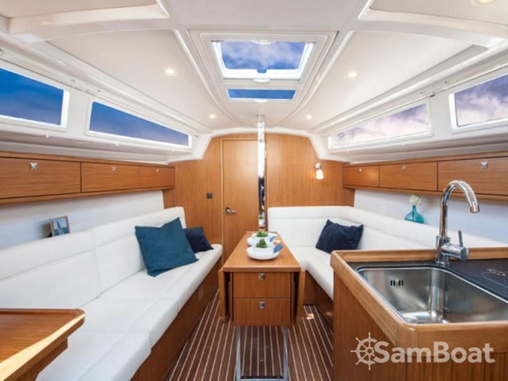 Jachthuur in Leucade - Bavaria-33-Cruiser  via SamBoat