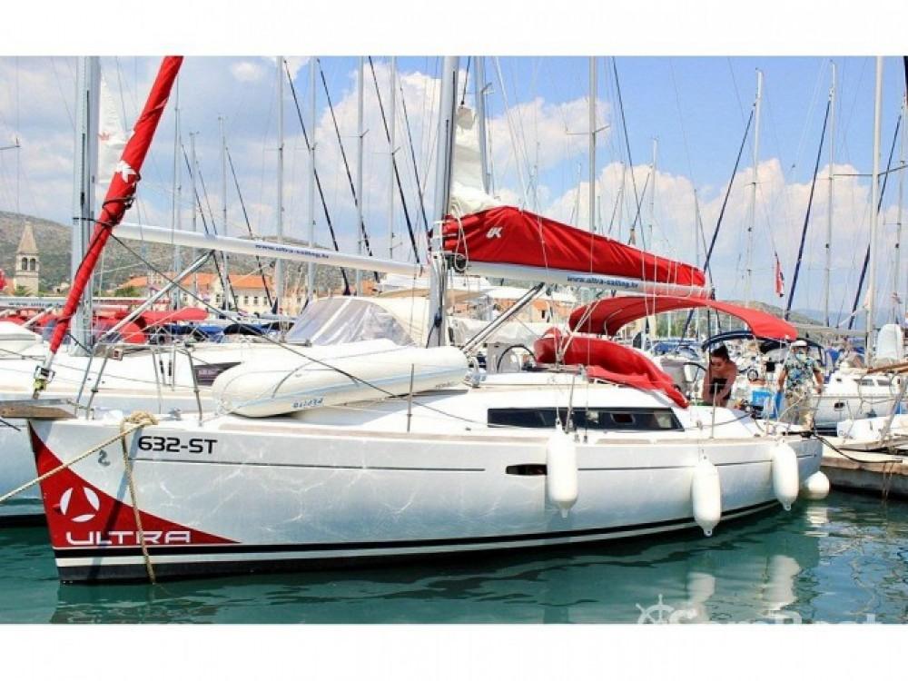 Bénéteau Oceanis 31 te huur van particulier of professional in Trogir