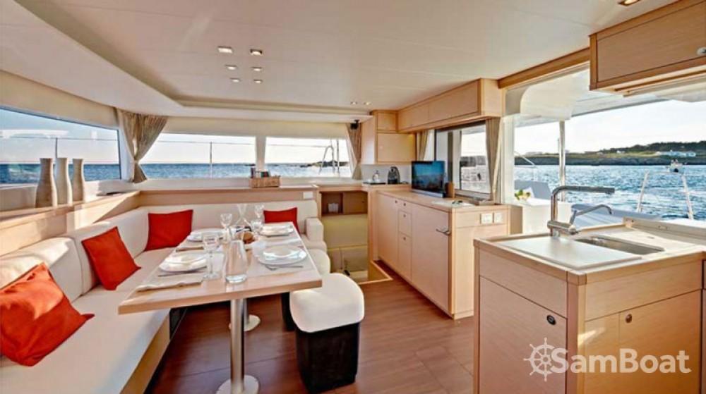 Catamaran te huur in Álimos voor de beste prijs