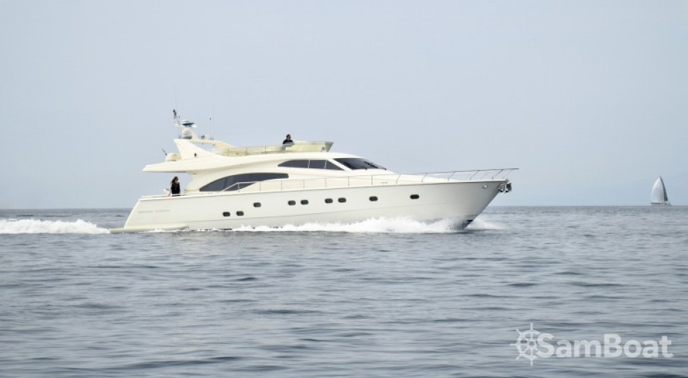Huur een Ferretti yacht in Athene