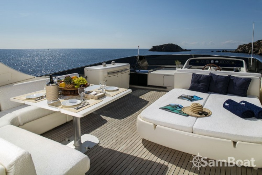 Huur een Canados yacht in Athene