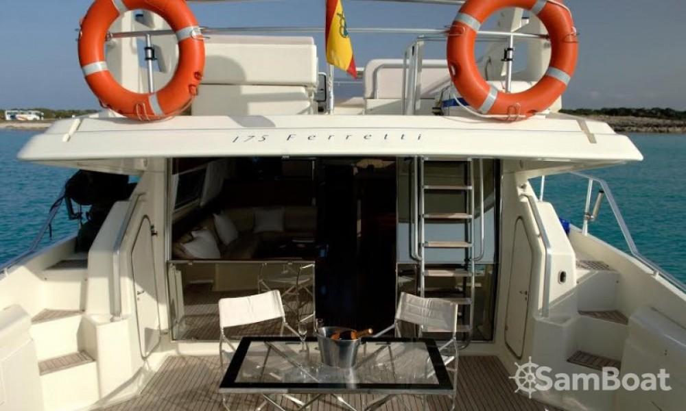 Huur Jacht met of zonder schipper Ferretti in Ibiza