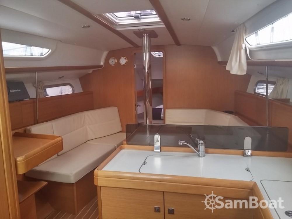 Bootverhuur Jeanneau Sun Odyssey 36i in Cannes via SamBoat