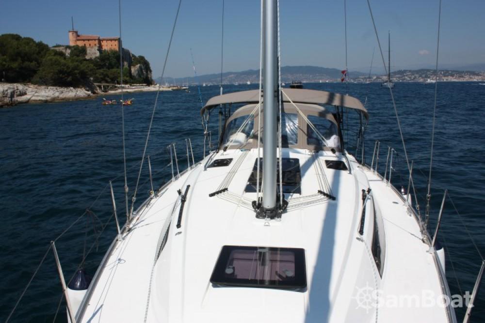 Bootverhuur Bavaria Cruiser 37 in Vieux port via SamBoat