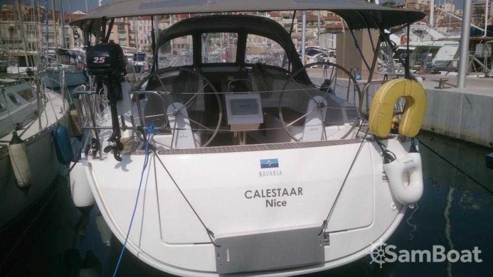 Huur een Bavaria Cruiser 37 in Vieux port