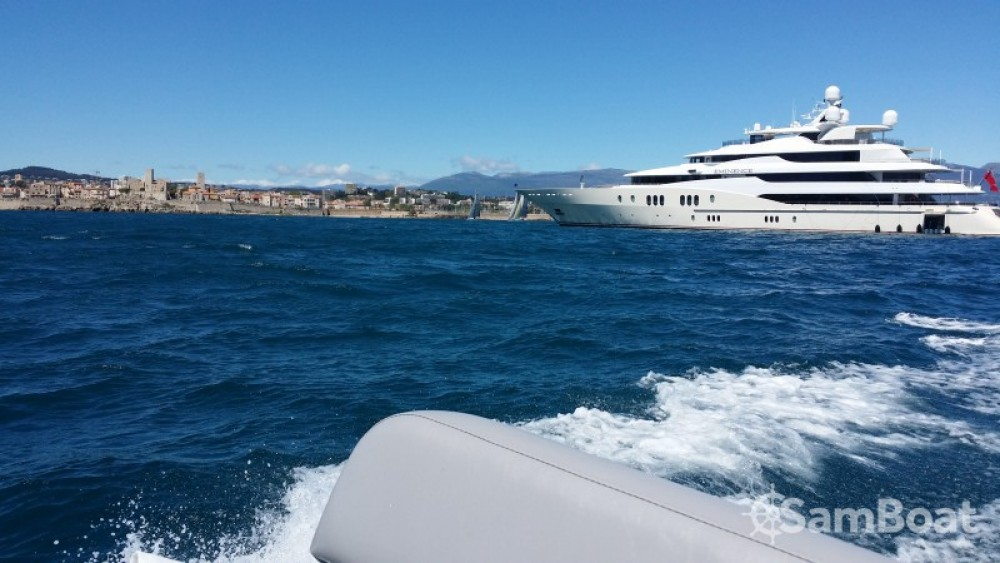 Huur een Capelli Tempest 500 Work in Antibes