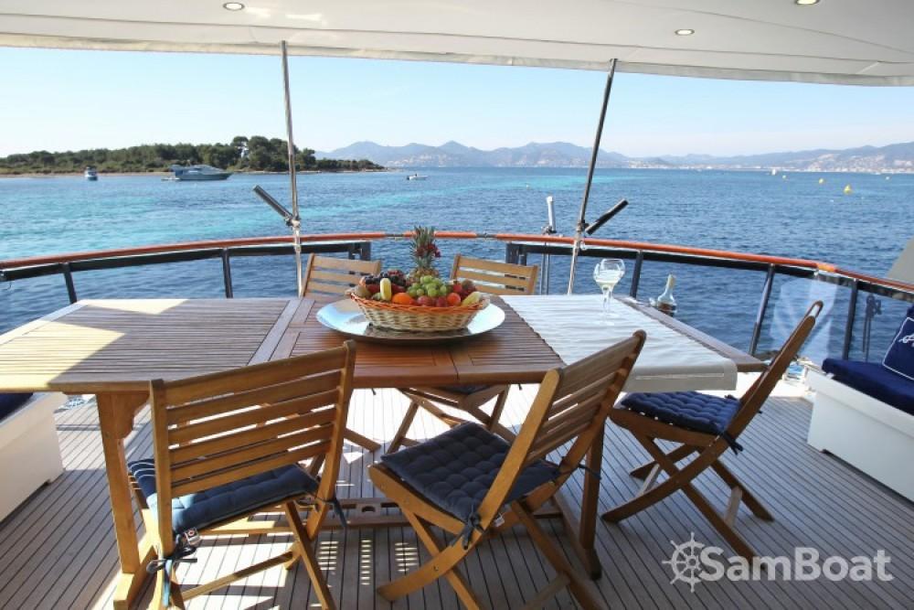 Bootverhuur Hatteras M/Y 56' in Golfe-Juan via SamBoat