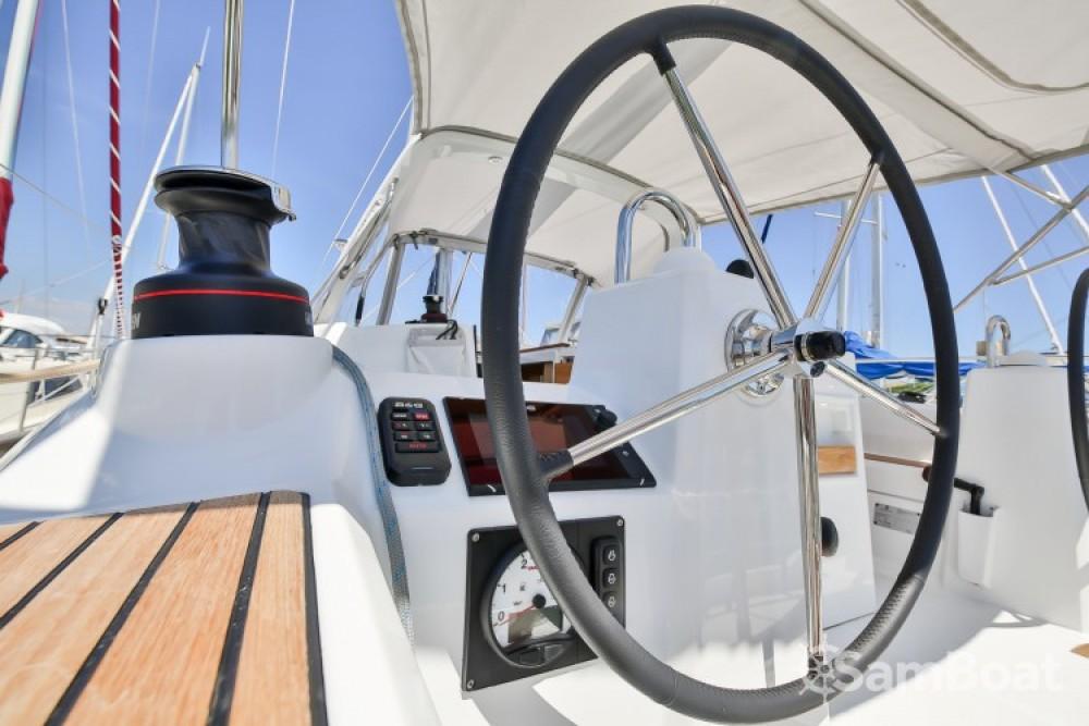 Verhuur Zeilboot in  - Bénéteau Oceanis 35