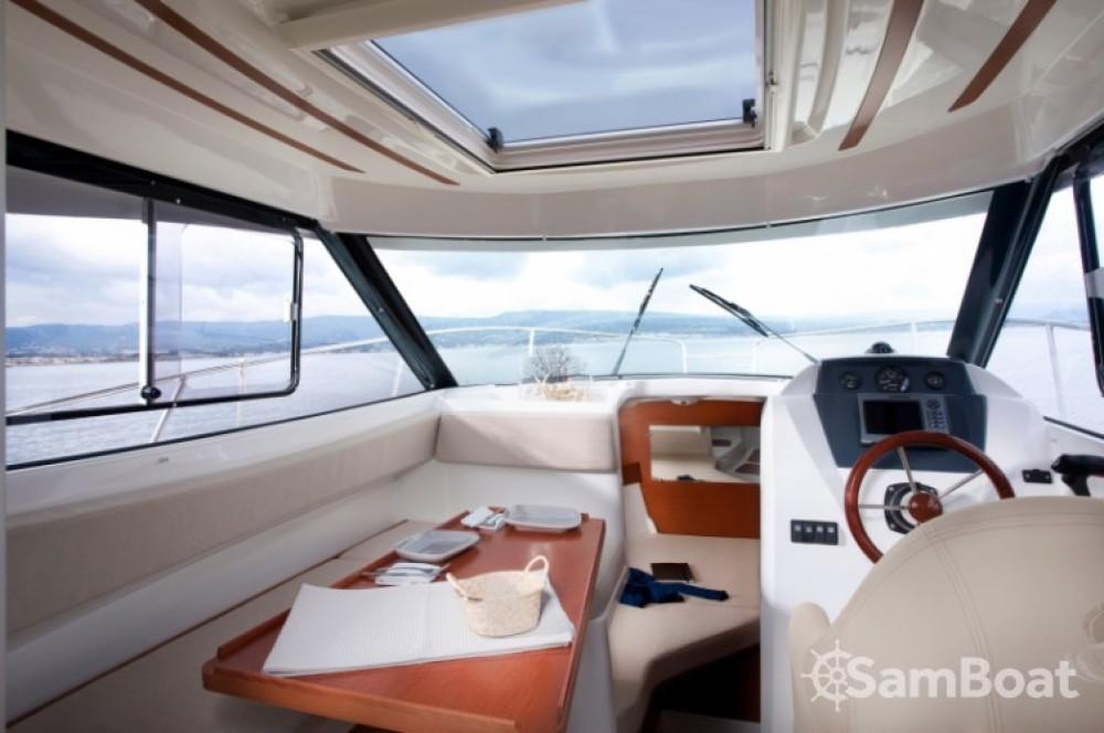 Huur Motorboot met of zonder schipper Bénéteau in