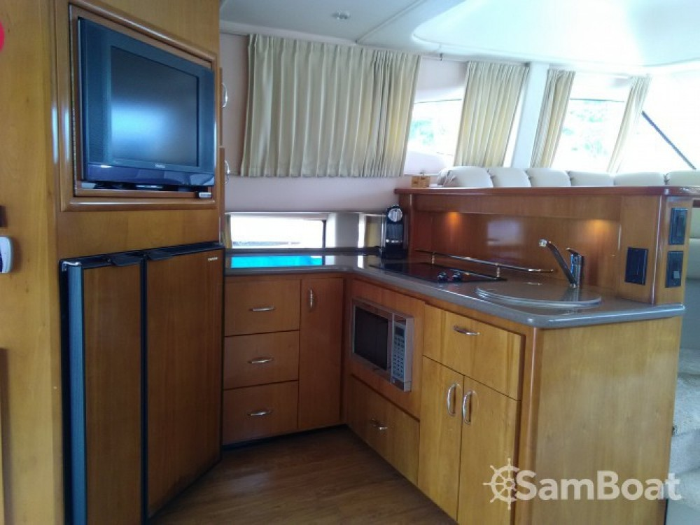 Bootverhuur Carver 380 SS in Villeneuve-Loubet via SamBoat