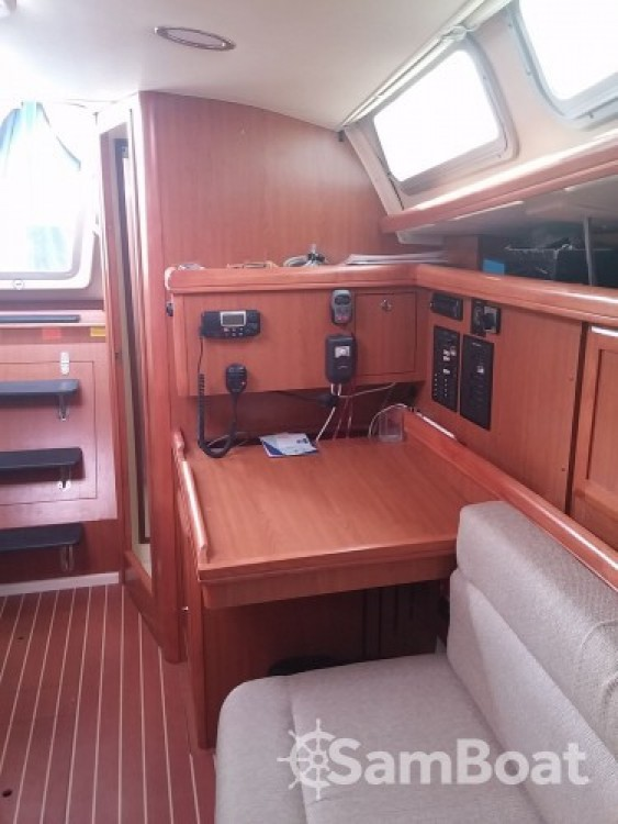 Bootverhuur Hunter-Marine Hunter 36 in Port Camille Rayon via SamBoat