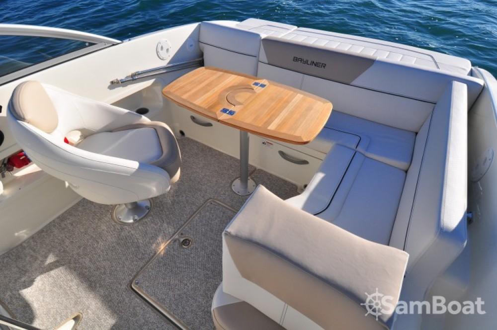 Verhuur Motorboot in Mandelieu-la-Napoule - Bayliner Bayliner 642 Cuddy