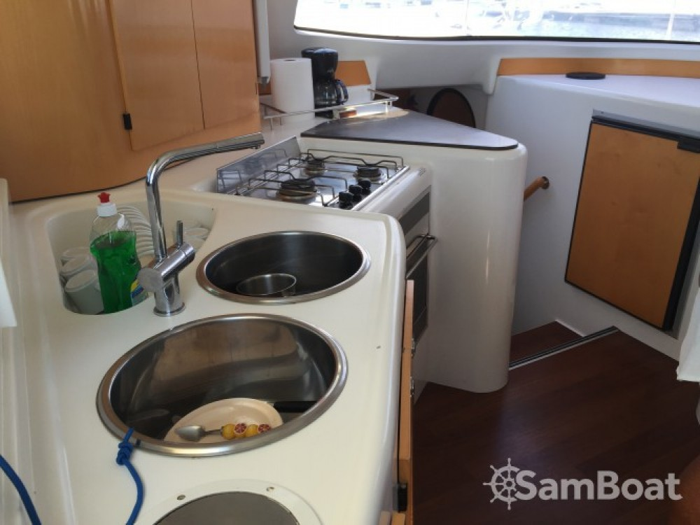 Jachthuur in Saint-Raphaël - Fountaine Pajot Lavezzi 40 via SamBoat