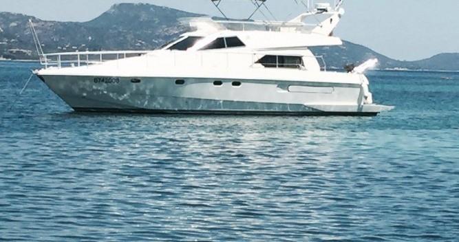 Huur Motorboot met of zonder schipper Ferretti in Porto-Vecchio