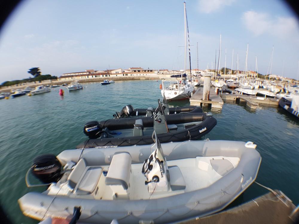 Verhuur Rubberboot in La Flotte - Bombard Sunrider 650