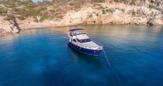 BRUCE ROBERTS WAVE RUNNER 50 te huur van particulier of professional in Athene