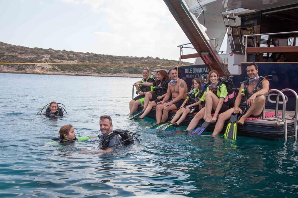 Bootverhuur BRUCE ROBERTS WAVE RUNNER 50 in Greece via SamBoat