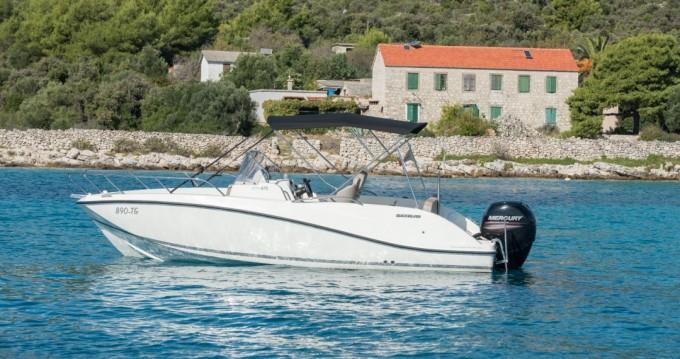 Huur een Quicksilver Activ 675 Open in Trogir