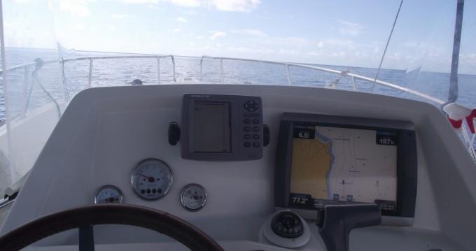 Bootverhuur Basse-Terre goedkoop White shark 226