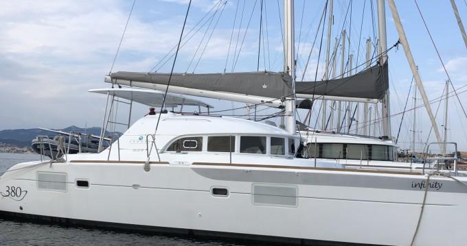 Catamaran te huur in Six-Fours-les-Plages voor de beste prijs