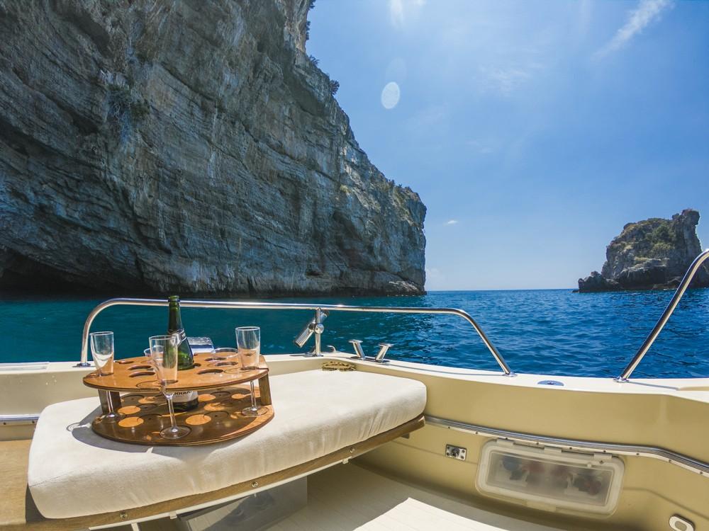 Verhuur Motorboot in Amalfi - Chris Craft Commander 31