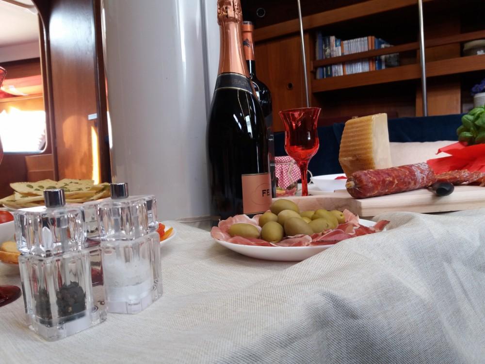Bootverhuur Casteddu/Cagliari goedkoop Comet 12