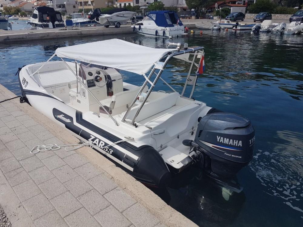 Rubberboot te huur in Tisno voor de beste prijs