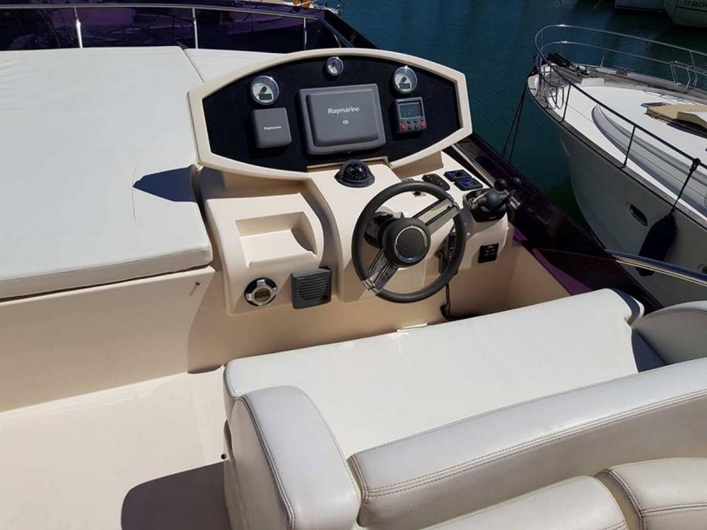 Huur Motorboot met of zonder schipper Rodman in Fréjus
