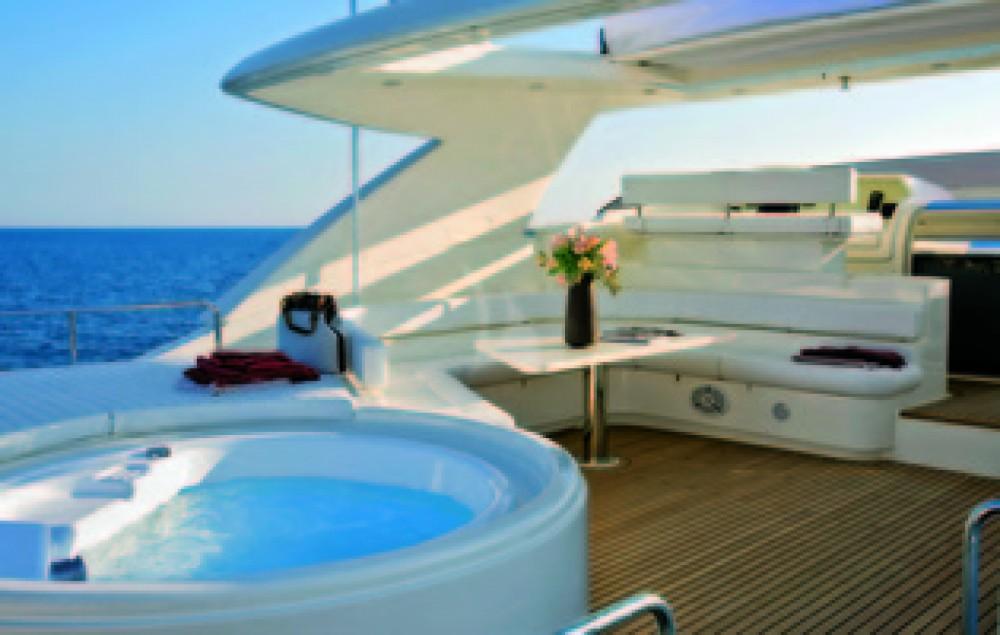 Huur een Ferretti yacht in Antibes