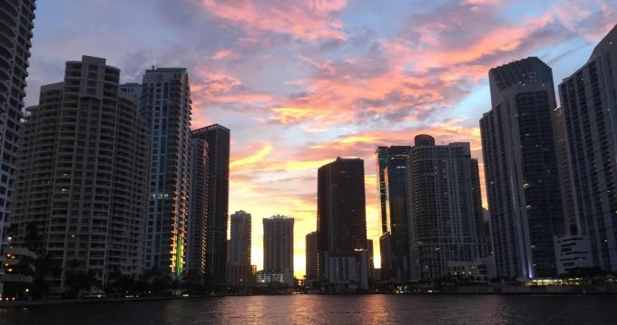 Bootverhuur Miami goedkoop 280 Sun Sport