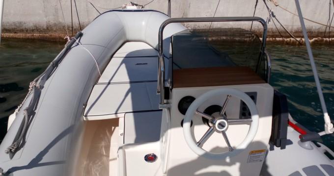 Huur een Joker Boat Coaster 470 in Cres