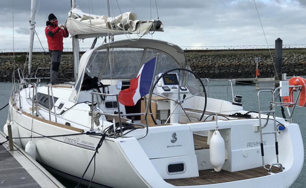Bénéteau Oceanis 37 te huur van particulier of professional in Saint-Gilles-Croix-de-Vie