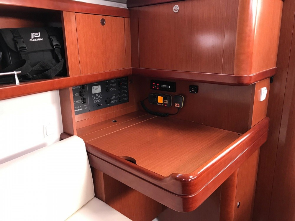 Verhuur Zeilboot in Saint-Gilles-Croix-de-Vie - Bénéteau Oceanis 37