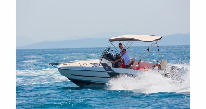 Huur Motorboot met of zonder schipper Bénéteau in Makarska