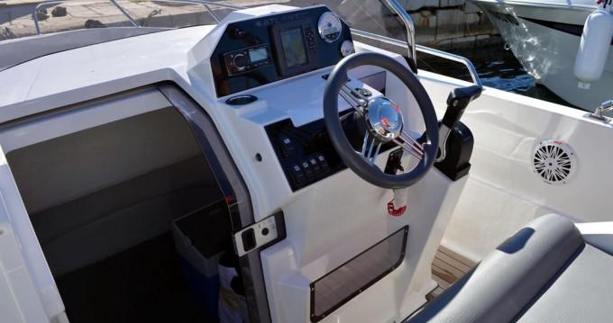 Motorboot te huur in Makarska voor de beste prijs