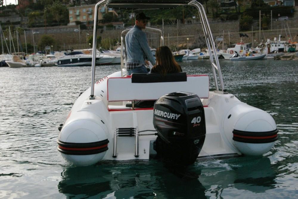 Verhuur Rubberboot Arkos met vaarbewijs