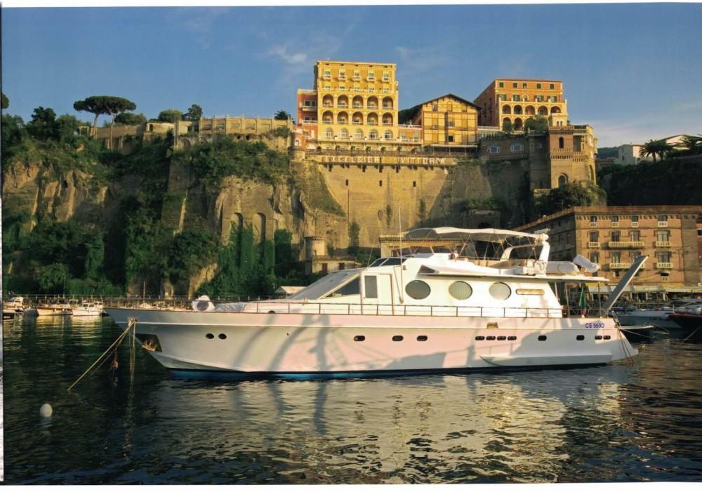 Verhuur Jacht Cantieri navali di Chiavari met vaarbewijs