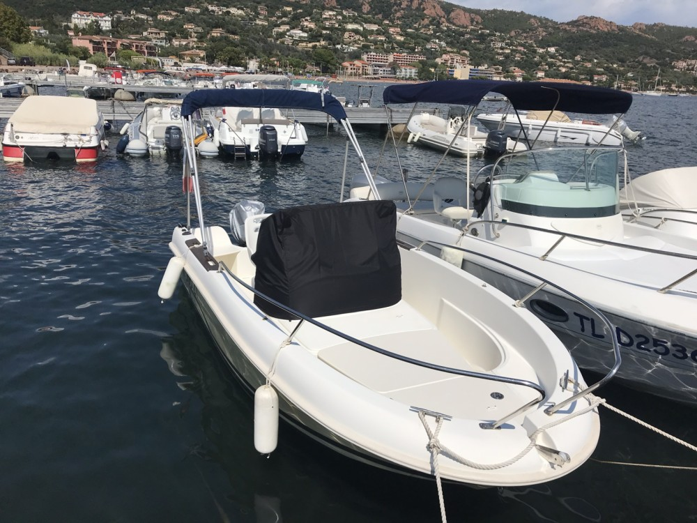 Bootverhuur Jeanneau Cap Camarat 515 Style in Saint-Raphaël via SamBoat