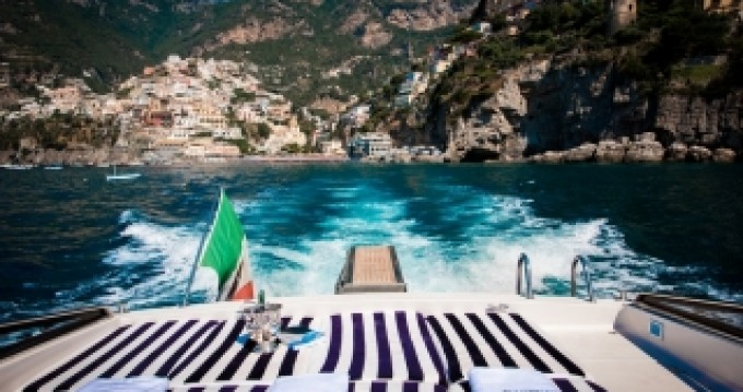 Verhuur Motorboot Itama met vaarbewijs
