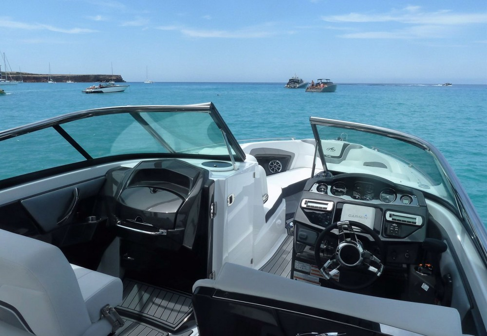 Huur een Monterey 298 SS in Marina Ibiza