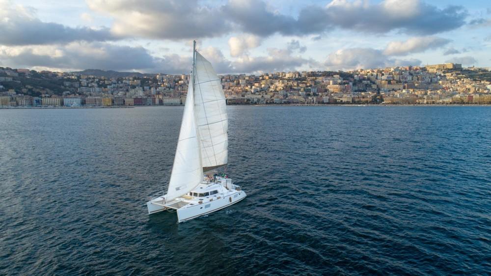 Catamaran te huur in Naples voor de beste prijs
