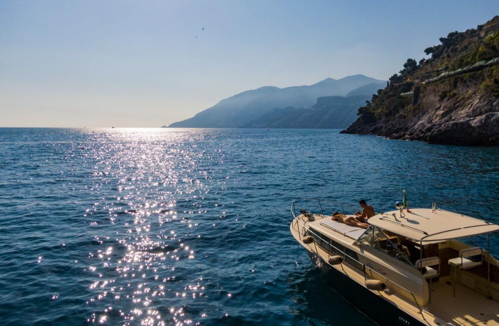 Verhuur Motorboot Chris Craft met vaarbewijs