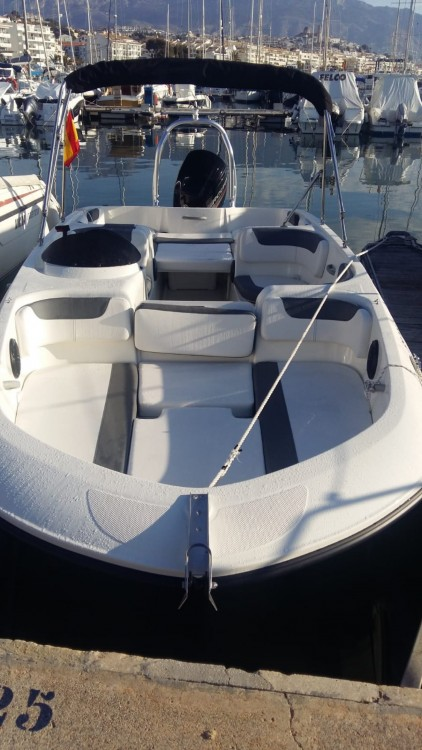 Bootverhuur Bayliner E6 in Altea via SamBoat