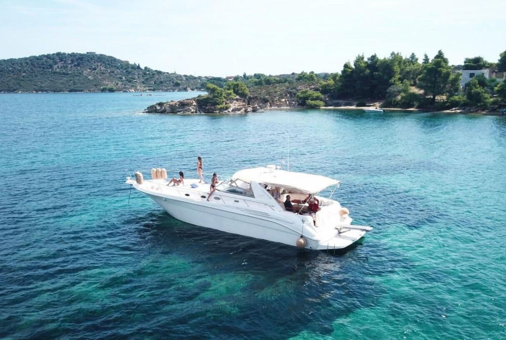 Motorboot te huur in Όρμος Παναγίας voor de beste prijs